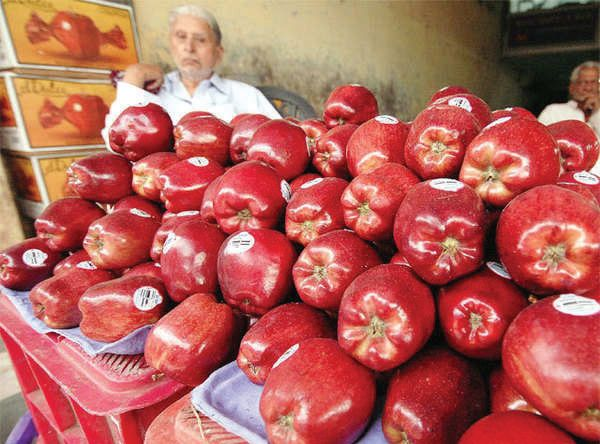 NAFED's managing director ensured stopping of Iranian apple import, Kashmiris say thanks