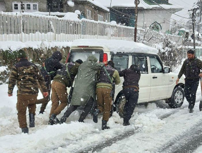 Police in Awantipora shift two pregnant ladies to hospital during heavy snowfall