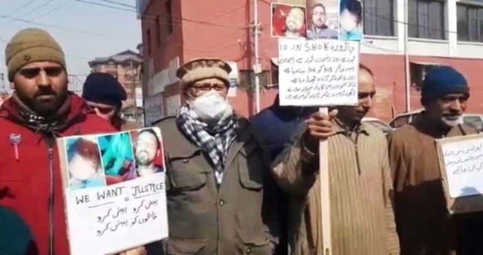 Budgam family protests in Srinagar, seeks proper police investigation in 'murder' of their son