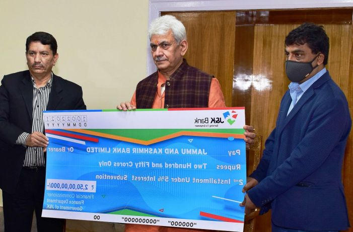 LG hands over cheque of Rs 250 crore to J&K Bank as second installment of 5% interest subvention