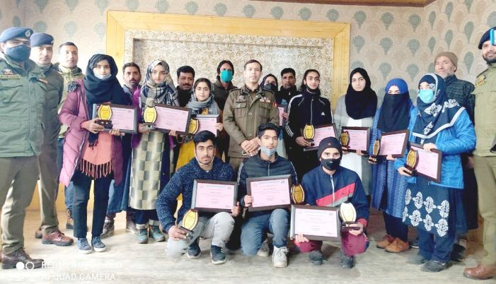 Police in Awantipora felicitate class 10 toppers