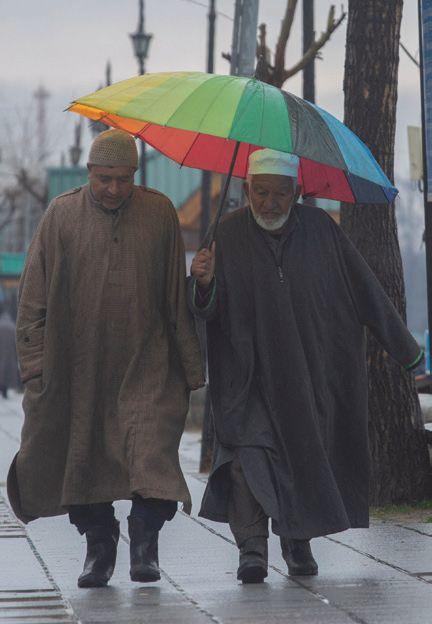 More rain, snow in Kashmir bring mercury down