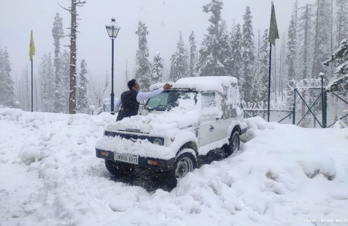 Snow in upper reaches, rains in plains