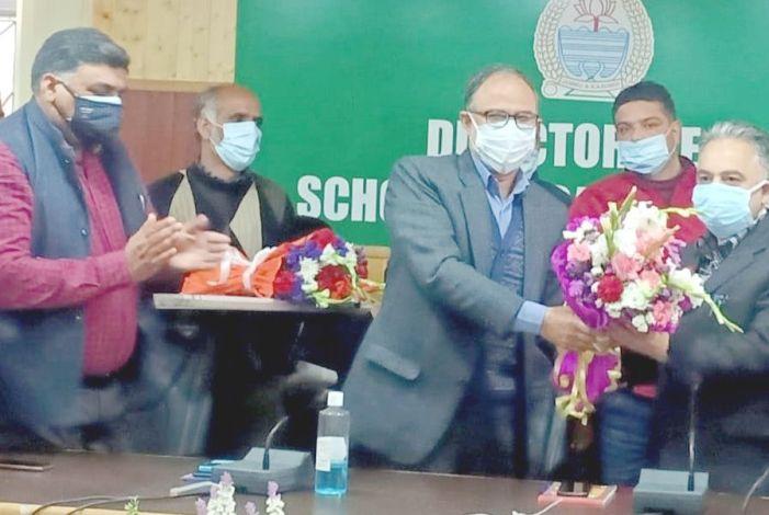 Dr Tasaduq assumes charge as DSEK