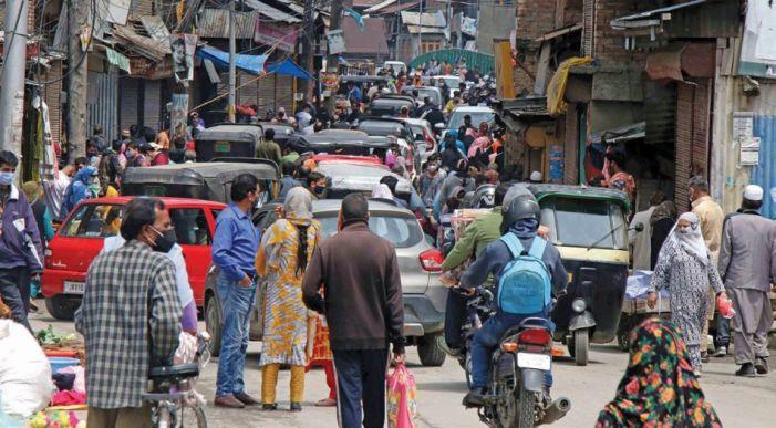 As Eid nears, lockdown goes for a toss in Srinagar