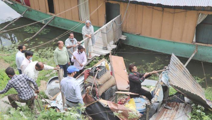 Joint Teams of LAWDA, I&FC, Revenue deptt demolish illegal structures at Tschuntikal