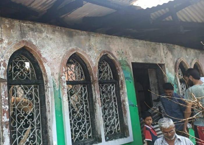Massive blaze damages Saber Baba shrine in Safa Kadal