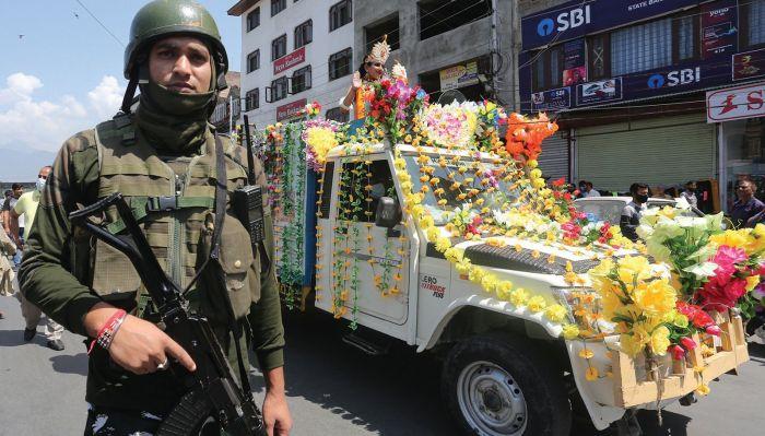 Janmashtami procession taken out in Srinagar amid security