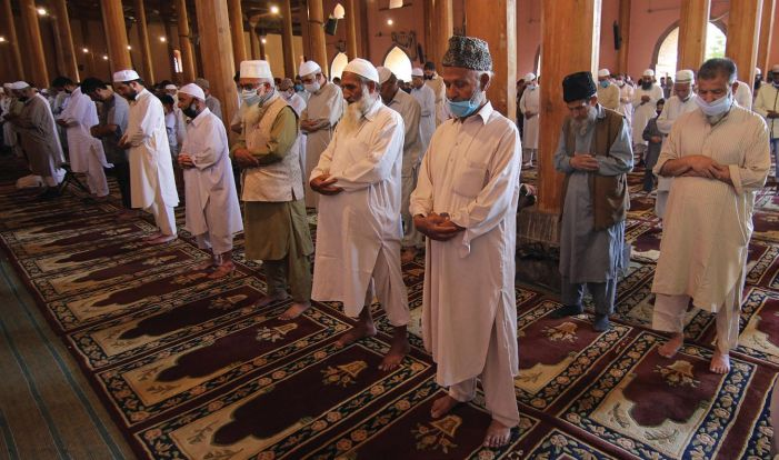 Friday prayers resume at Jama Masjid, without Mirwaiz