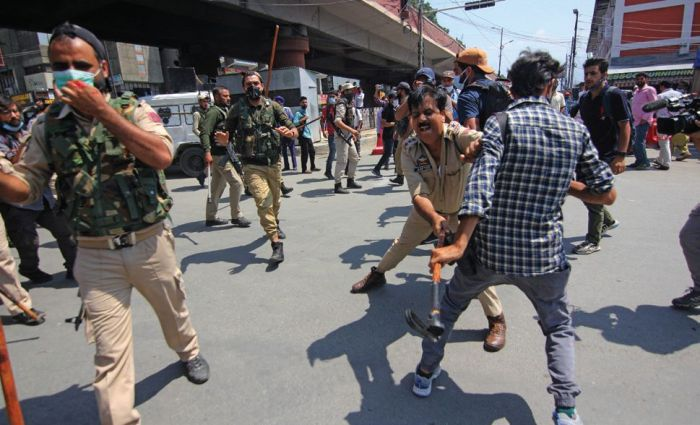 Thrashing of journalists: Police officer removed from his position, action taken against others