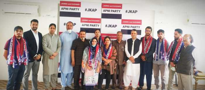Prominent Socio-Political Activists, Student Leaders and Media Panelist Join Apni Party