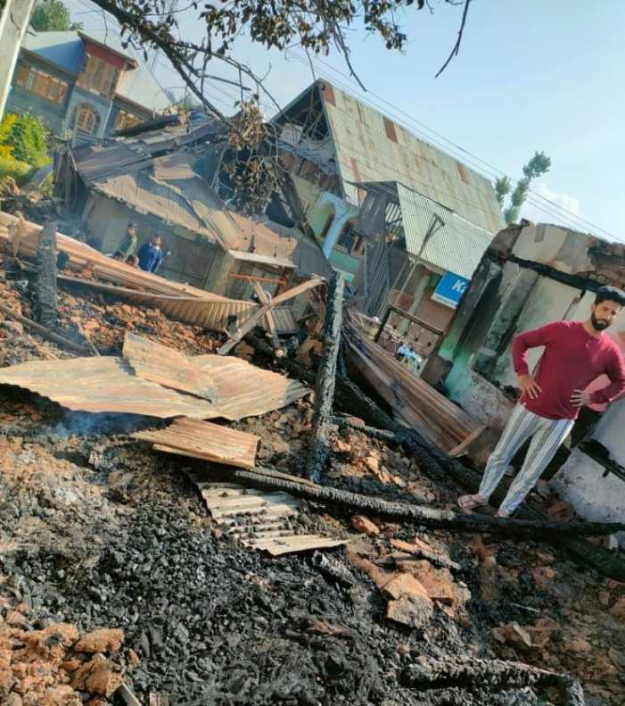 08 shops damaged in mid-night blaze in Parigam Pulwama