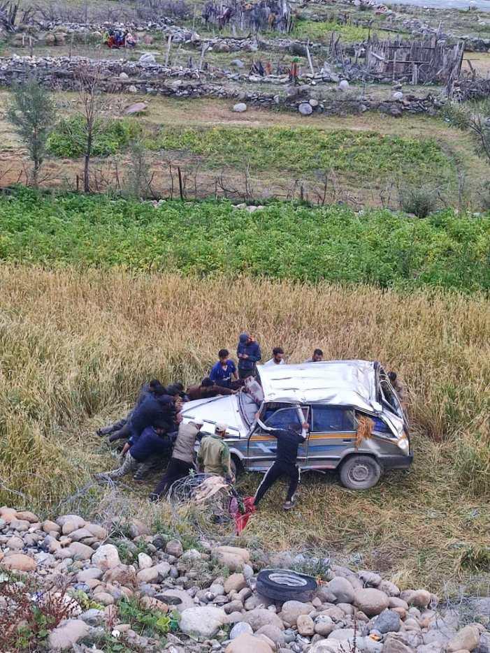Seven injured in Gurez road accident