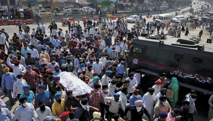 Slain school principal cremated in Srinagar amid protests by Sikhs