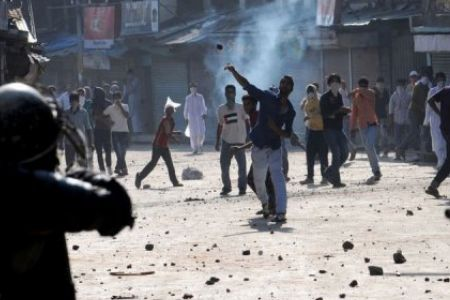 Shopian gunfight: Forces withdraw from area, clashes erupt