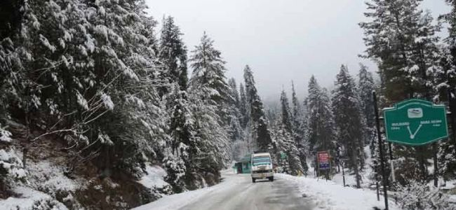 Highway shut after fresh snowfall, landslides