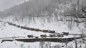 Highway opens: Hundreds of vehicles enter Kashmir valley