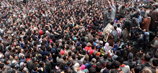 Thousands participate in funeral prayers of Hizb militants