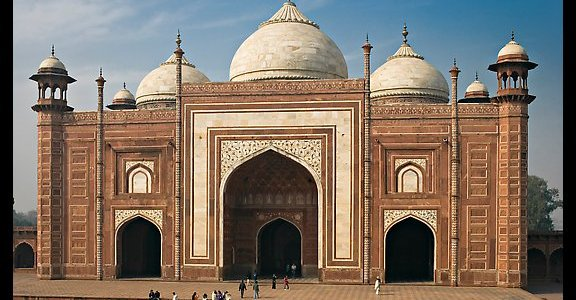 Prayer leaders object to stopping Namaz at Taj mosque