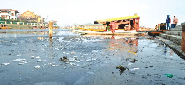 Freezing of water bodies, admin issues advisory