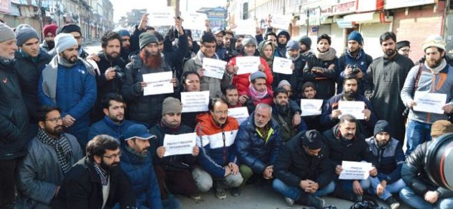 Journalists protest police 'highhandedness'