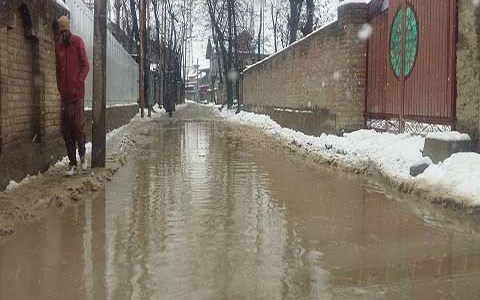 Despite Guv's assurances, Mustafa Abad inhabitant face water logging woes