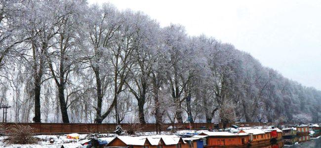 Snowfall disrupts life across valley
