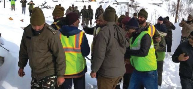 Four soldiers among nine killed in avalanches in Kashmir