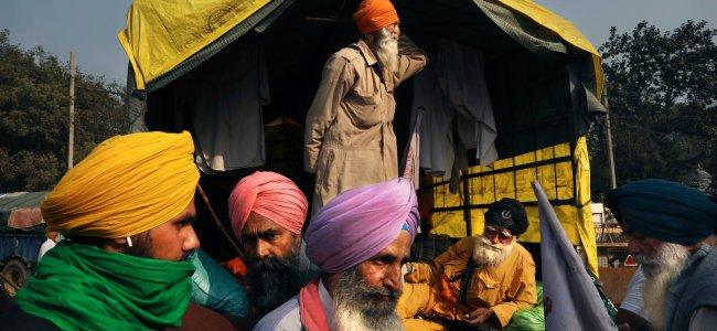 Govt-farmers meet ends in a deadlock