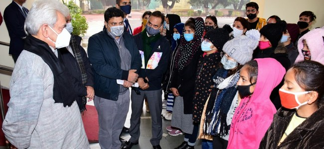 Lt Guv flags off Girls Contingent for 15 day Ski Course at Gulmarg