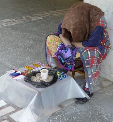 Бабусь, а чего семечки такие дорогие? Так милок, доллар-то подрос!