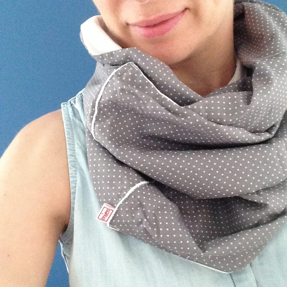 Kasia wearing a mienBerlin nursing cover scarf in grey with white polka dots
