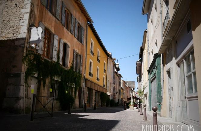 średniowieczne miasteczko we francji
