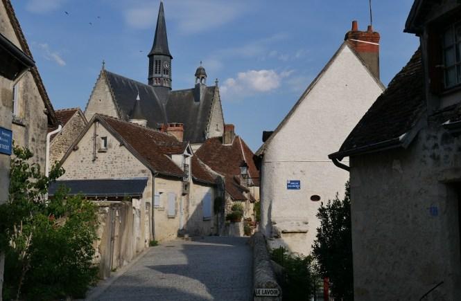 zamek Montresor polskie miasteczko rey francja