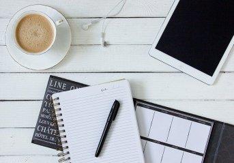 Co jest lepsze: odręczne robienie notatek, czy pisanie na laptopie?