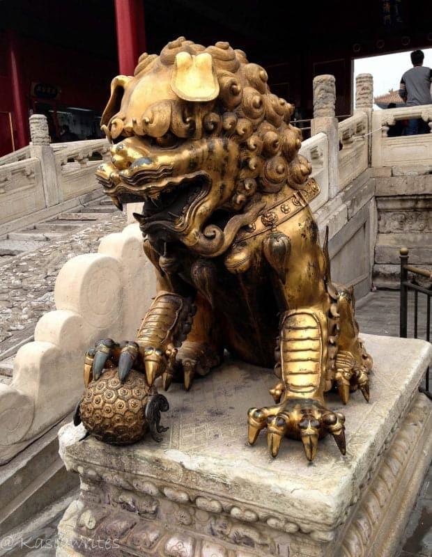 dragon statue at forbidden city in Beijing
