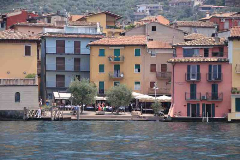 colourful houses on the shores of Malcesine