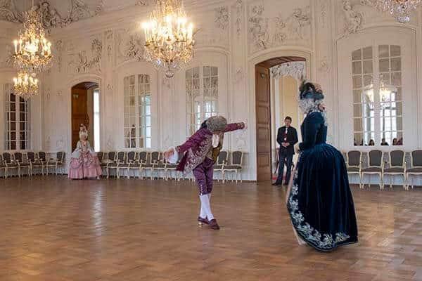 18th century dancing couple