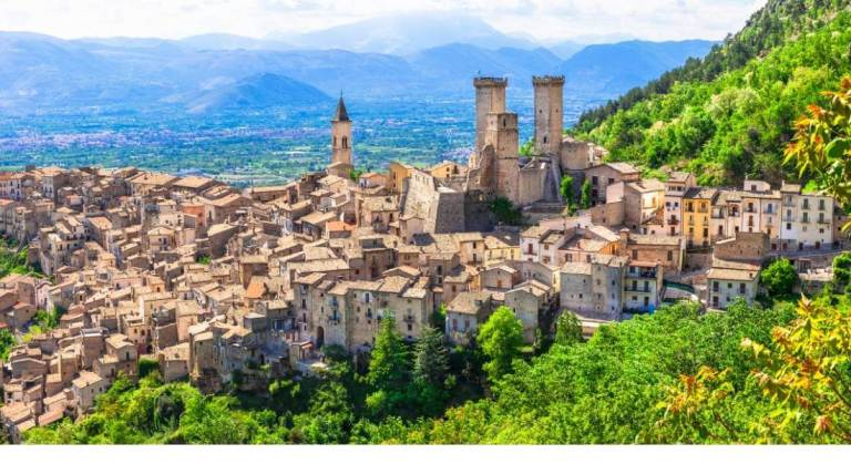 10 Awesome reasons to visit Italy and keep going back