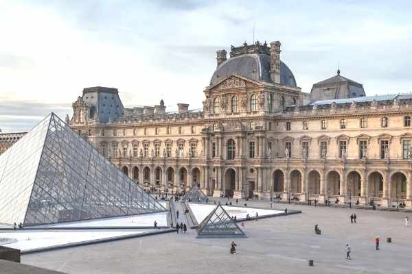 outside view of the Louvre museum with pyramid