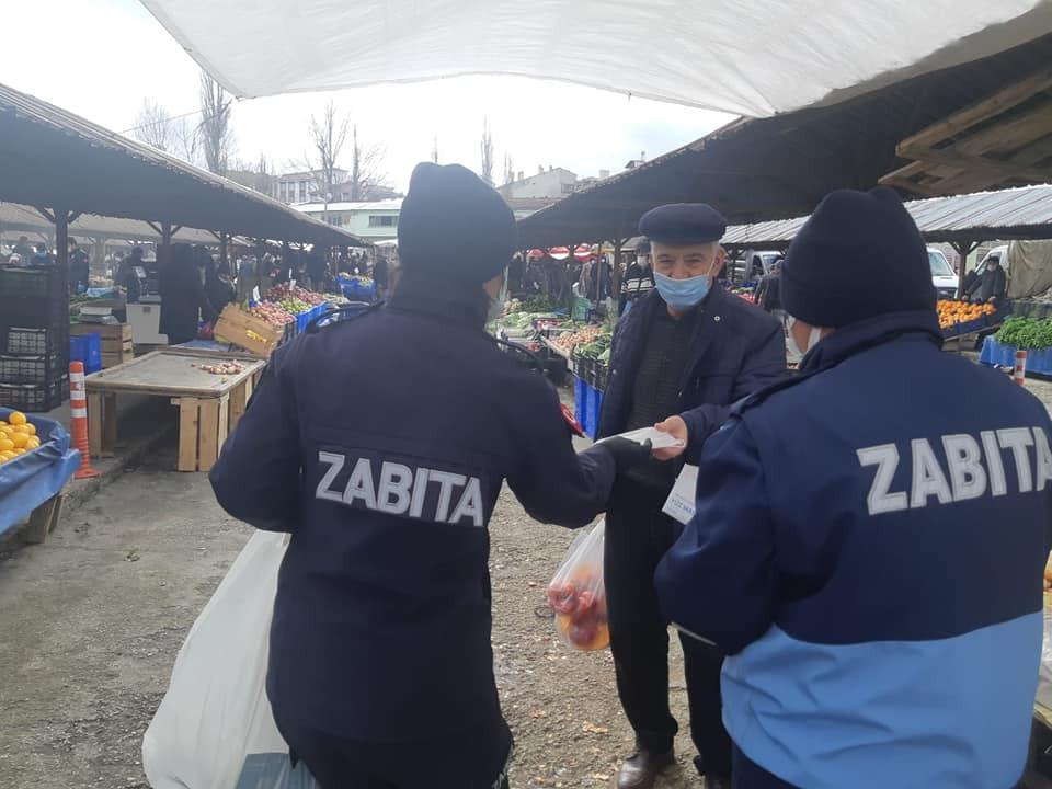 Devrekani'de esnaf ve vatandaşlara maske dağıtıldı