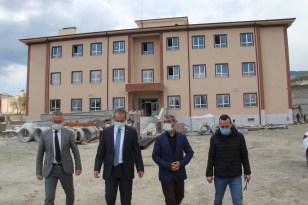 Kaymakam Pişkin'den ilkokul inşaatını inceledi