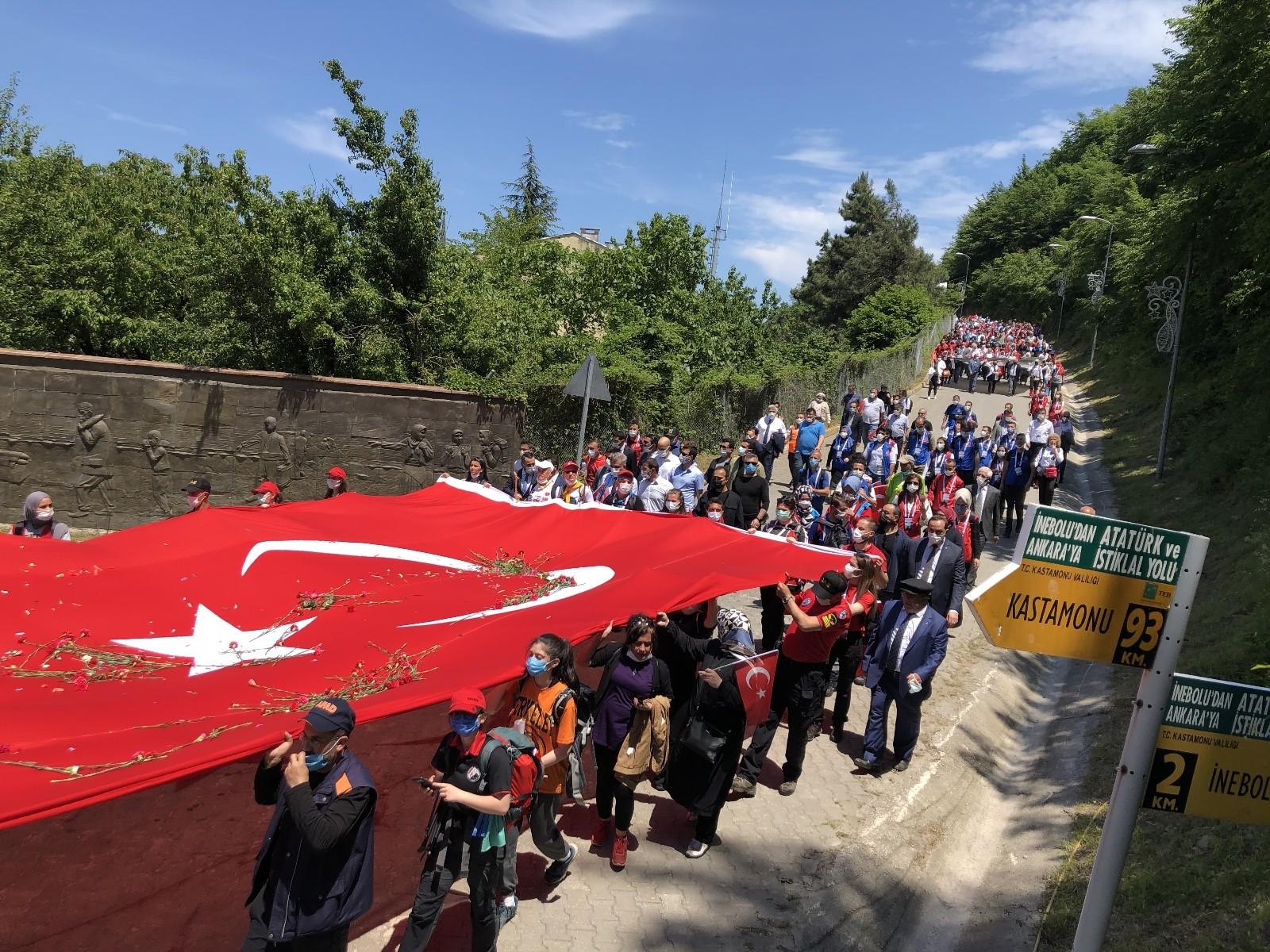 """İstiklale giden yolda """"Atatürk ve İstiklal Yolu Yürüyüşü"""" başladı"""