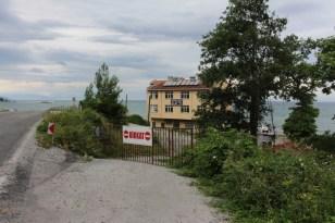 İki köy anlaşamadı, 812 yaşındaki çınar ağacının yolu trafiğe kapatıldı