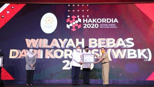 Disdukcapil Kota Bandung Raih Penghargaan Zona Bebas Korupsi