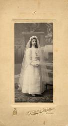 PHOTOGRAPHERS - Luis Vallet de Montano, Señorita en Primera Comunión, Bilbao, pp. s. XX (Colección Hesperus)