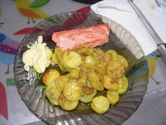 cukkini, házi majonéz, lazac