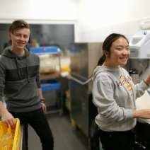Unge i arbeid. Unge i alder 13-20 får viktig arbeidserfaring på Katarinahjemmet.