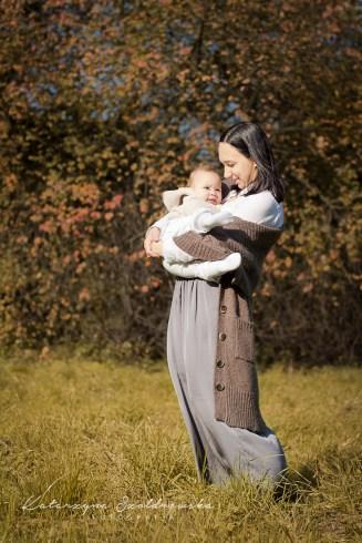 Jesienna plenerowa sesja mamy z dzieckiem w Krakowie