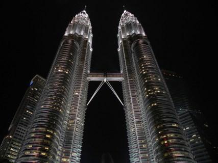日本で一泊4万円以上する5つ星ホテルがマレーシアなら半額以下で宿泊できる。日本で出来ない贅沢を格安海外旅行で。